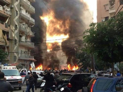 Beirut, autobomba uccide cinque persone davanti alla sede di Hezbollah