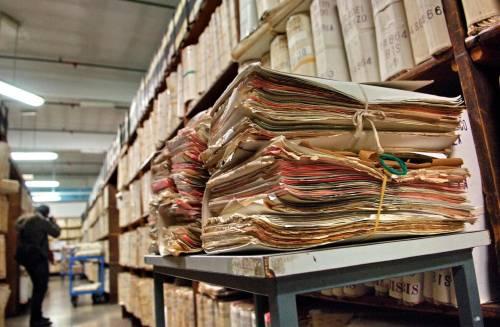 Perché siamo tutti sudditi della burocrazia assoluta