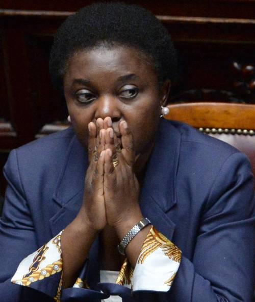 """Caso Kyenge tra gaffe e insulti. """"Beata lei, non deve truccarsi"""""""