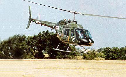 Un elicottero AB206 in dotazione all'esercito (foto da esercito.difesa.it)