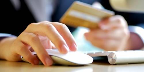 Contraffazione: il business di scarpe e occhiali falsi dilaga sul web