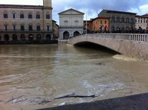 L'Arno in piena a Pisa