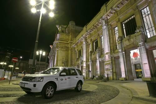 Land Rover con Croce Rossa sulle strade della solidarietà