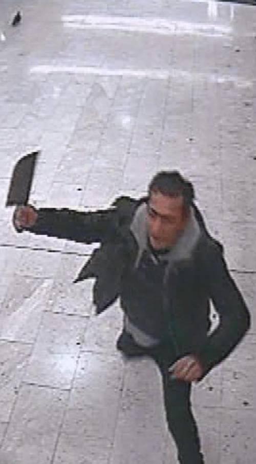 Biella, marocchino minaccia ragazzini con una mannaia