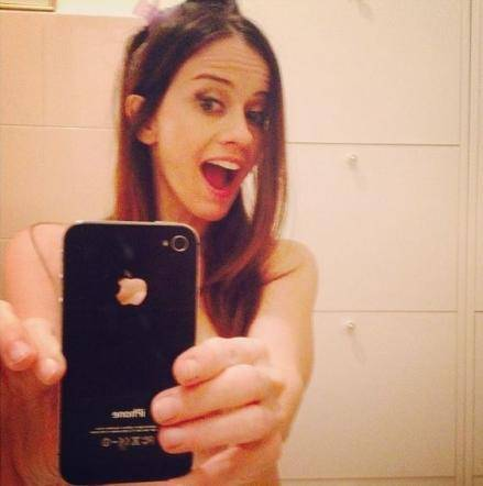 "Instagram e Twitter, tra le vip spopola il ""selfie"" nudo 2"
