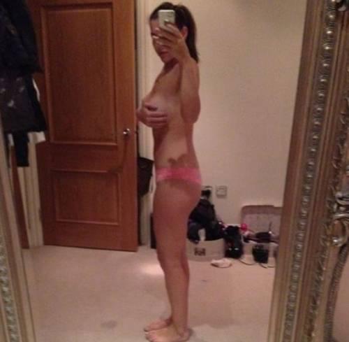 "Instagram e Twitter, tra le vip spopola il ""selfie"" nudo 10"