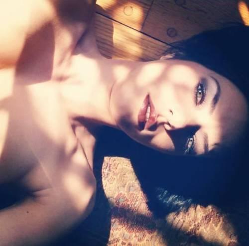 "Instagram e Twitter, tra le vip spopola il ""selfie"" nudo 11"