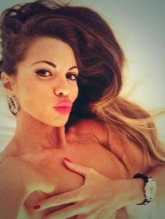 "Instagram e Twitter, tra le vip spopola il ""selfie"" nudo 5"