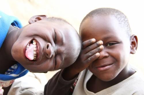 Il sorriso, indimenticabile e contagioso, dei bambini degli slum di Nairobi, Kenya...
