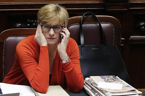 """Tagli, il ministro Pinotti ai militari: """"State sereni"""". F35, Pd: """"Non sono inutili"""""""