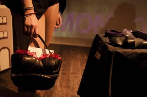 Bologna a luci rosse: il comune paga i corsi per fare i film porno