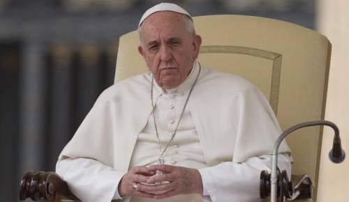 """Papa Francesco chiama una divorziata: """"Anche tu puoi fare la Comunione"""""""