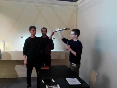 Un giovane italiano sbanca il Salone Satellite con una lampada al neon