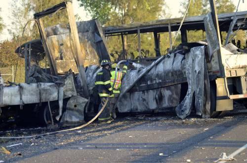 USA, scontro fra tir e bus, morti 9 studenti, almeno 32 feriti
