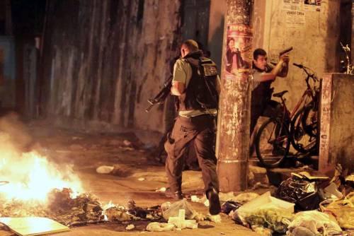 La polizia uccide un ballerino: si infiamma la favela di Rio