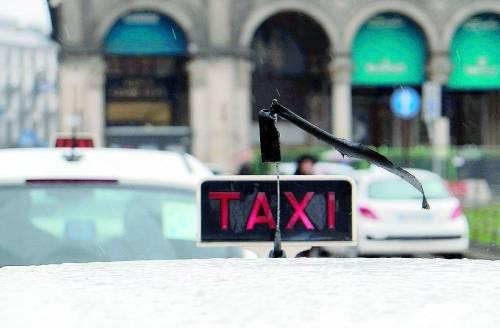 Taxi, l'aumento è scattato ma il tassametro non lo sa