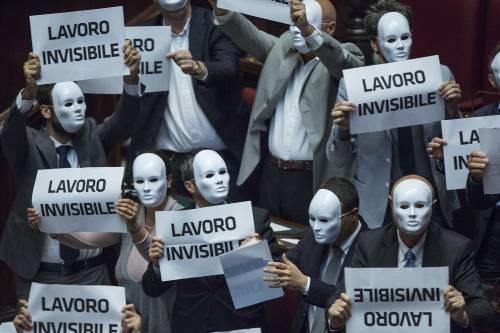 La protesta di Se dopo il voto sulla fiducia al dl Lavoro