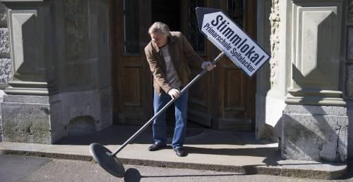 """Il referendum non passa. La Svizzera boccia il salario minimo """"d'oro"""""""
