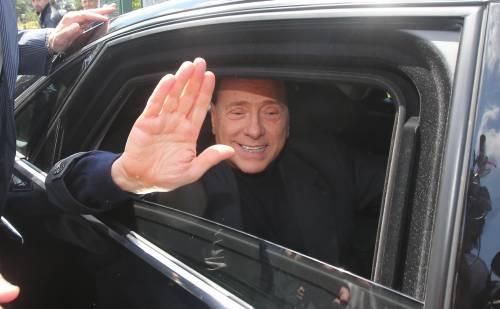Silvio Berlusconi all'uscita dell'istituto Sacra Famiglia