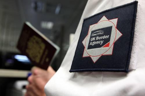 Il Pd raddoppia la tassa sui passaporti