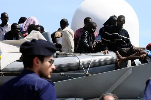 Povera Italia: un immigrato costa il doppio di un agente