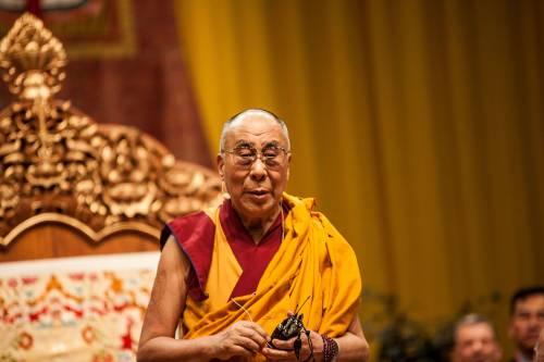 Anche il Dalai Lama sa perdere le staffe