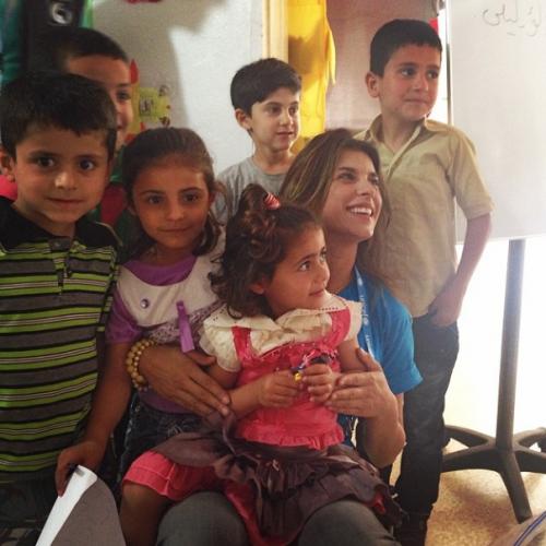 Il sorriso di Elisabetta Canalis in Libano con Unicef