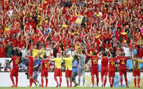 I Diavoli Rossi ringraziano i propri tifosi al termine del match contro la Russia