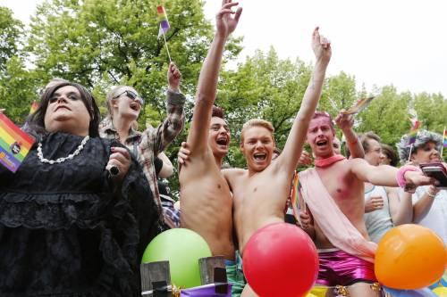 Diritti civili dei gay, l'apertura del Cav apre il dibattito in FI