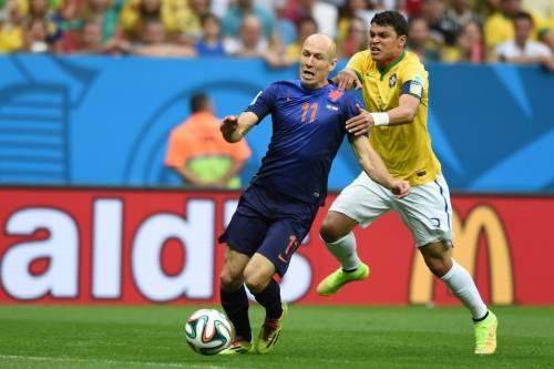 Oltre alle tre reti, Robben non risparmia al Brasile neppure le frecciate