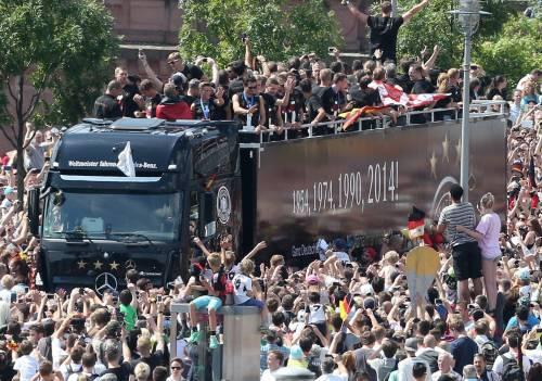 Trionfo Germania, accolti a Berlino da quasi 300 mila tifosi