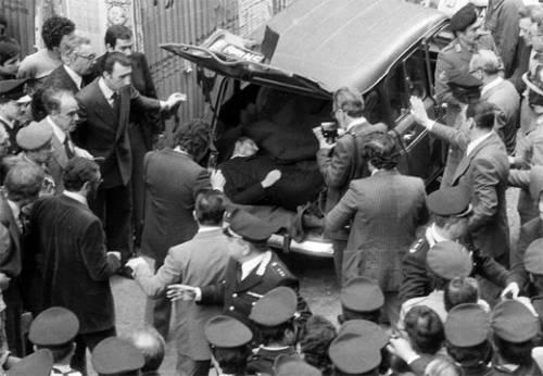 Aldo Moro trovato morto in via Caetani