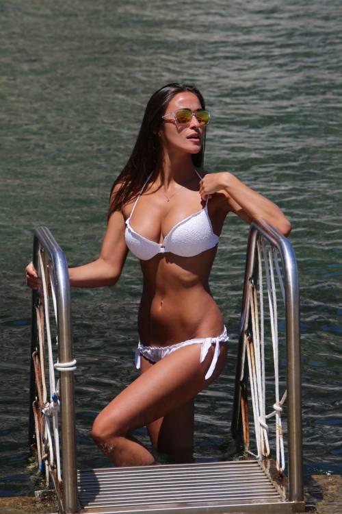 Pasqualina Sanna, l'ex pupa, sensualissima al mare 3