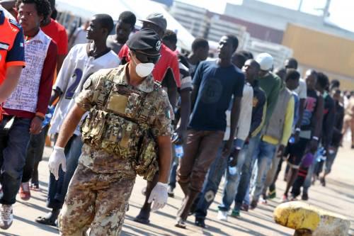 Immigrati, i paesi dell'Ue li rimandano in Italia