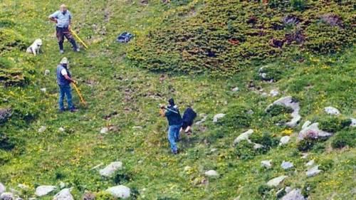 Massacrarono il cane con pietre e bastoni: denunciati i due allevatori