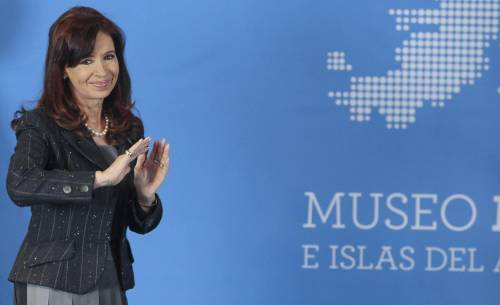 """Argentina, Kirchner attacca gli italiani: """"Mafiosi per genetica"""""""