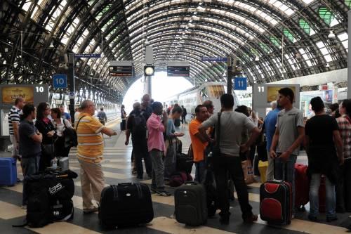 Milano, stazione Centrale in tilt. Circolazione sospesa per quasi un'ora