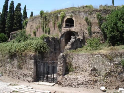 Il Mausoleo di Augusto riapre dopo 79 anni ma finisce allagato