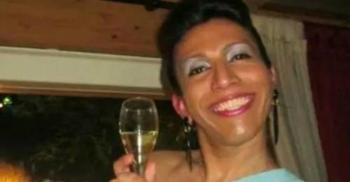 Trans muore, la famiglia lo seppellisce vestito da uomo: è furia Lgbt