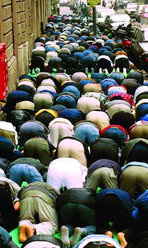 Lega: Legge anti moschee e referendum obbligatorio