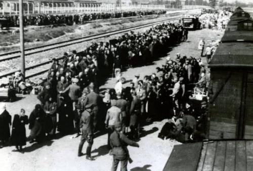 Quegli ex nazisti amnistiati ed arruolati come spie per la Germania comunista