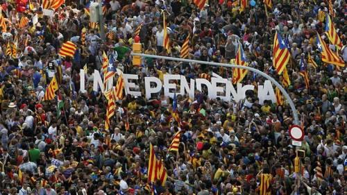 """""""Isolamento finanziario"""" Le banche minacciano gli indipendentisti catalani"""