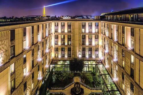 Concerti, anniversari, alberghi La Ville Lumière non dorme mai