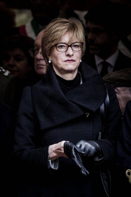 """Roberta Pinotti: """"Bombardare non è tabù"""""""