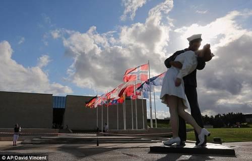 Femministe contro il bacio del marinaio e dell'infermiera: Fu una violenza