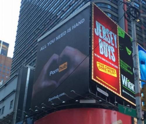 PornHub mette ko Times Square: