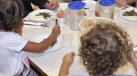 Il Comune in bolletta taglia la mensa ai bambini