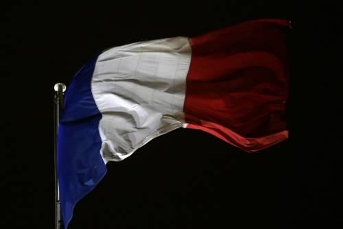 L'orgoglio francese arriva anche a scuola: sì alla bandiera in aula