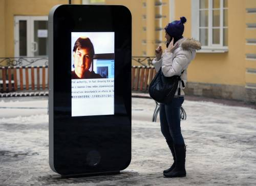 """Tim Cook è gay"": San Pietroburgo rimuove il monumento a Steve Jobs"