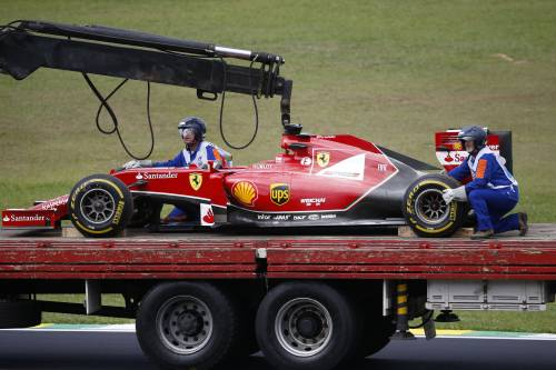 Gp del Brasile: Alonso prima è settimo, poi la Ferrari va a fuoco
